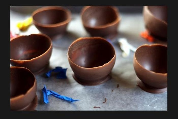How to Make Chocolate Ice-cream Cups Using Balloons (7 pics)