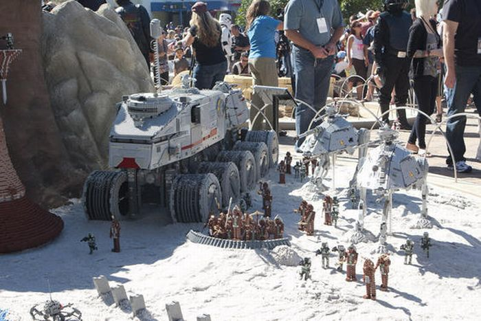 Amazing LEGO Star Wars Land (14 pics)