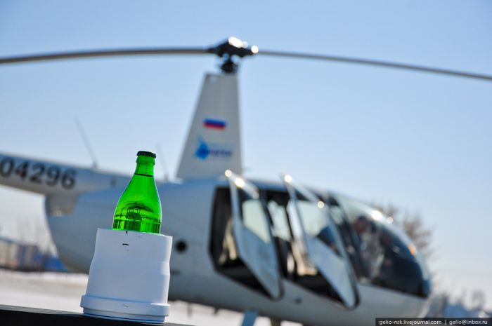 Incredible Helicopter Trick (14 pics)
