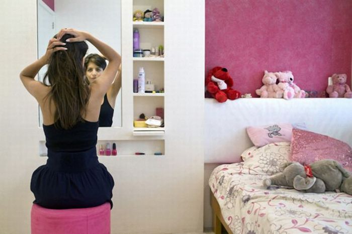 Girls and Their Rooms (78 pics)