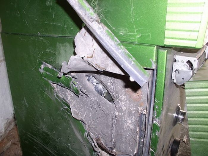 How Not to Rob an ATM (6 pics)