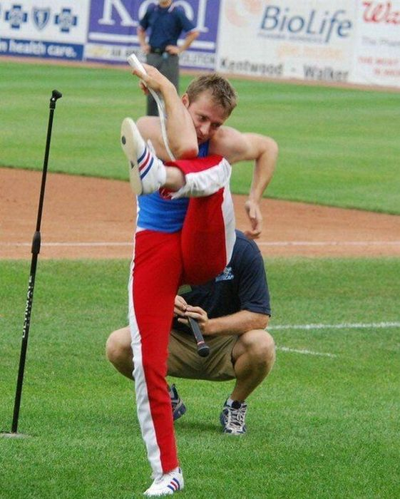 A Very Flexible Man (14 pics)