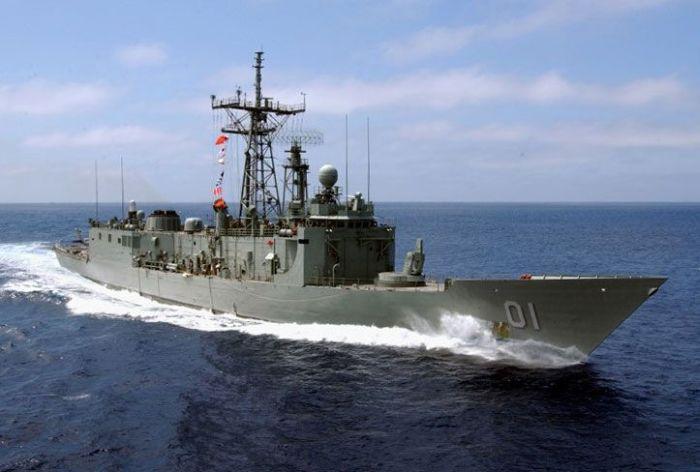 Last Moments of HMAS Adelaide (5 pics + video)