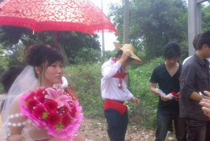 Strange Chinese Wedding Custom (8 pics)