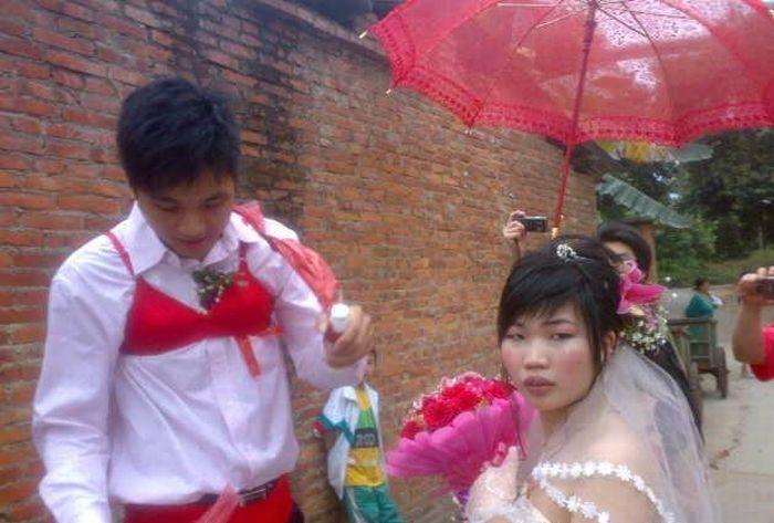 Strange Chinese Wedding Custom (8 pics)