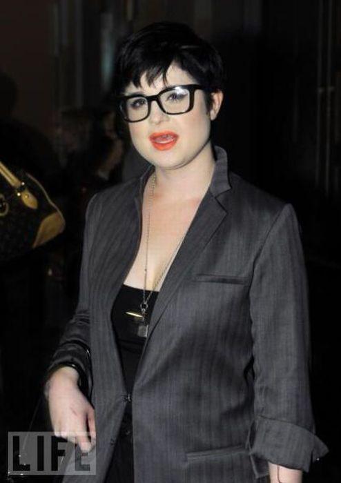 Celebrities Wearing Glasses (42 pics)