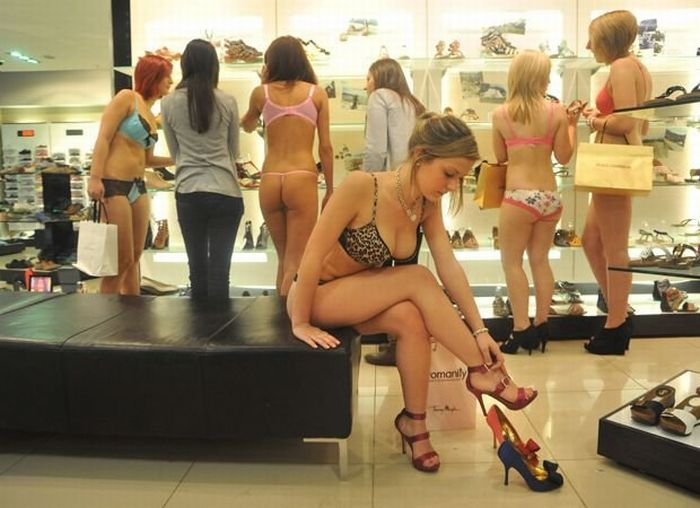 Shopping Mall Undressed 100 Girls (10 pics)