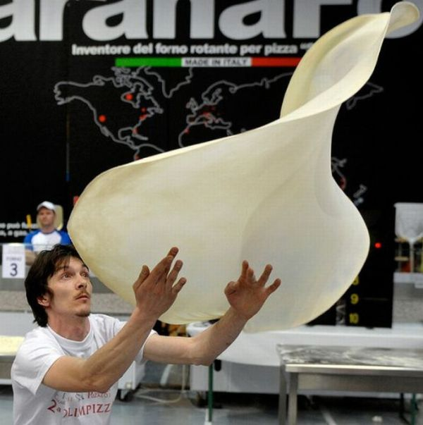 The Making of Extreme Pizza at the Pizza World Cup (9 pics)