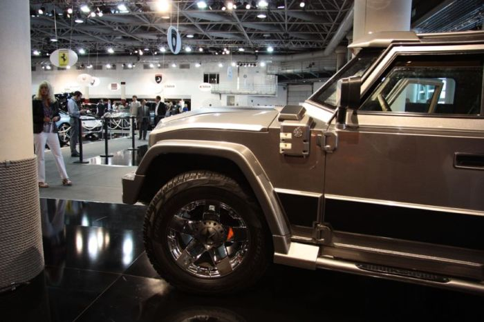 Armored SUV Prombron L4P Ladies.Only by Dartz (12 pics)