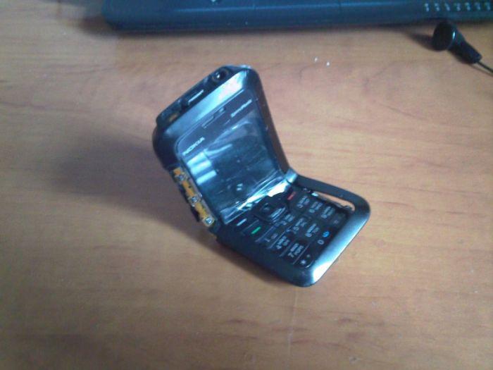 Broken Phone (4 pics)