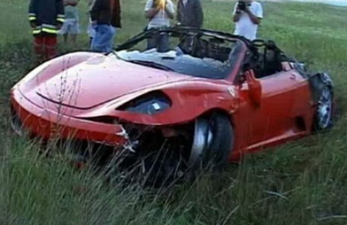 Wrecked Supercars (24 pics)