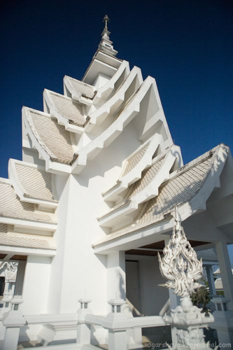 Wat Rong Khun – White Temple (30 pics)