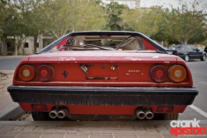 Abandoned Ferrari Mondial 1980 (12 pics)