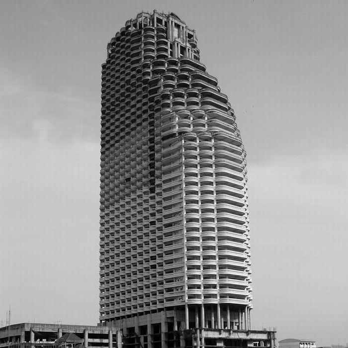 Abandoned 50-story Building in Bangkok (24 pics)