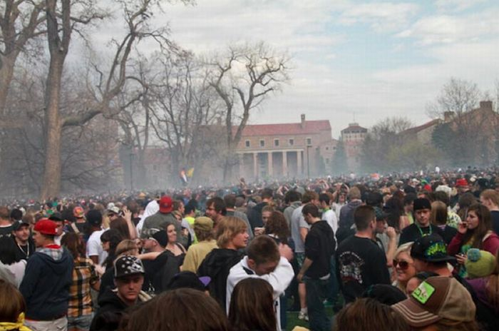 The University Of Colorado At Boulder On 420 (24 pics)