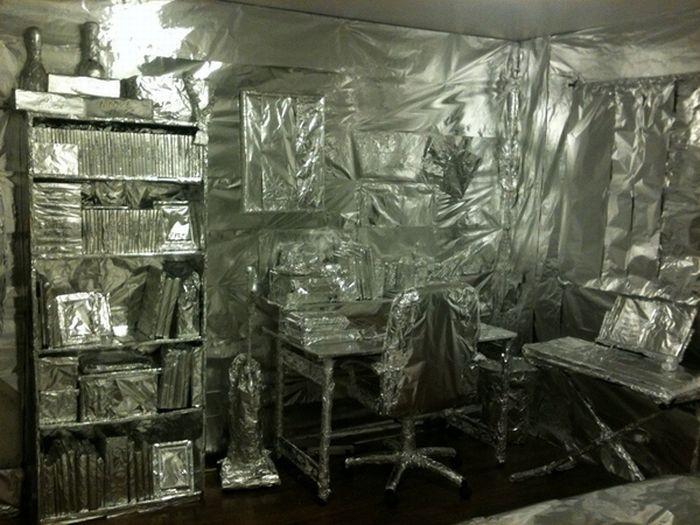 Tin Foil Prank (9 pics)
