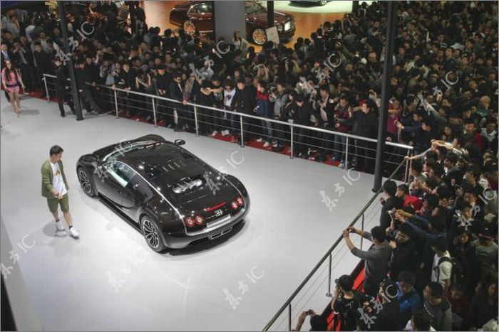 Shanghai Auto Show on Weekends (13 pics)