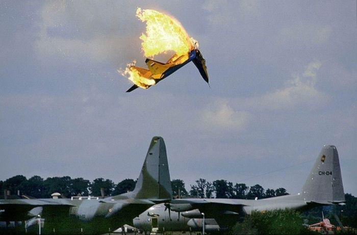 Pilots Leaving the Planes (29 pics)