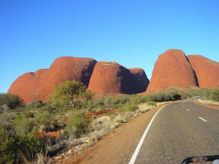 Uluru or Ayers Rock (18 pics)
