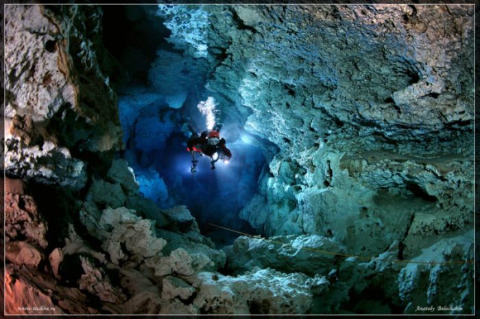 Accident On 395 >> Beautiful Underwater Caves (43 pics)