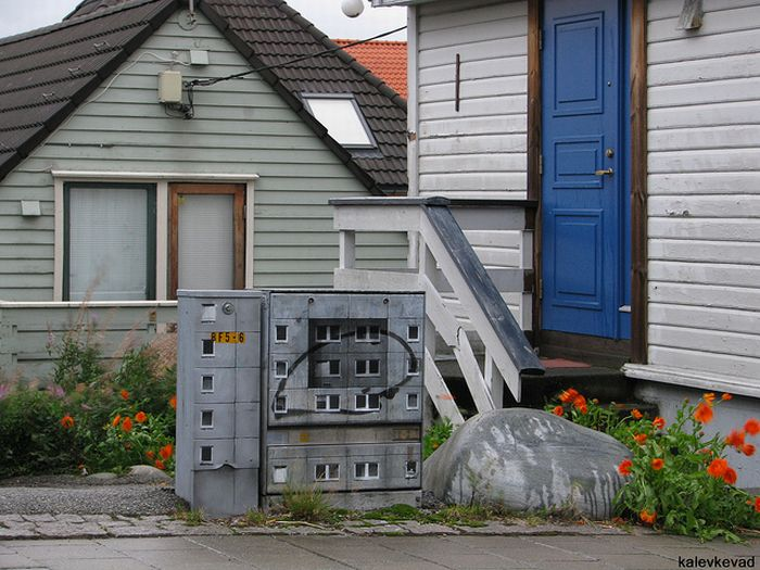 Imaginary Houses in the Real City (11 pics)