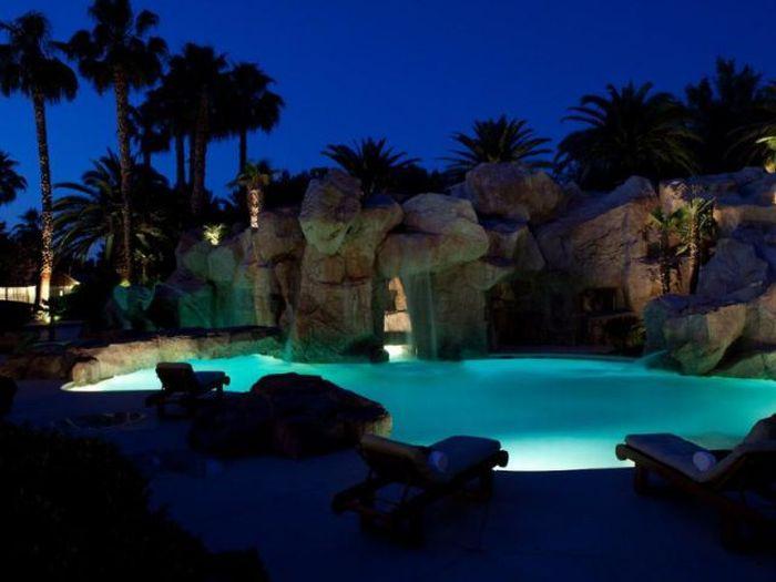 Awesome Las Vegas Party House 20 Pics