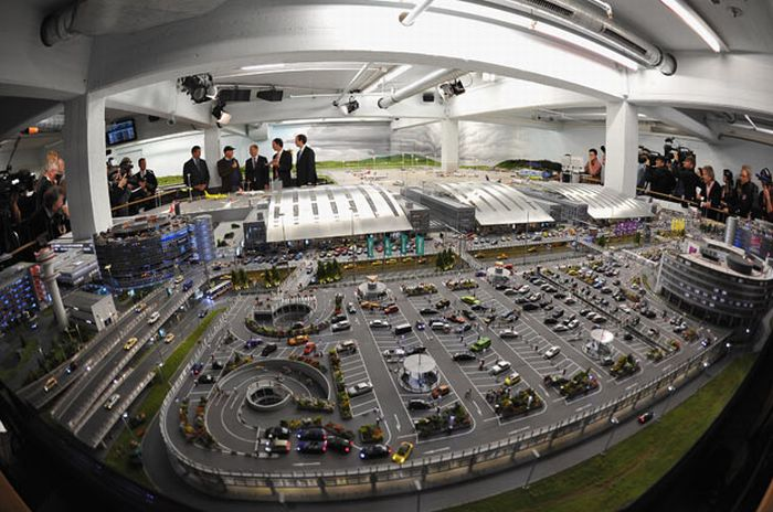 The World's Largest Model Airport (15 pics)