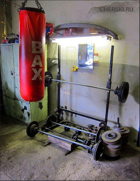 Gym Inside an Auto Body Shop (9 pics)