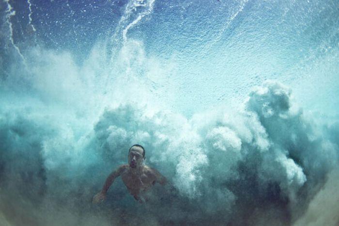 Divers Beneath the Waves (10 pics)