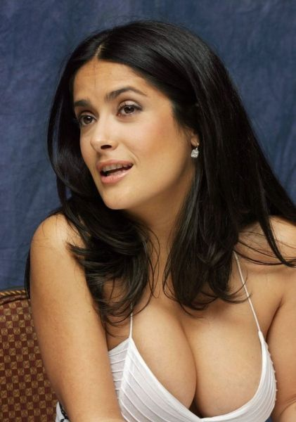 Sexy Cleavages of Celebrities (15 pics)