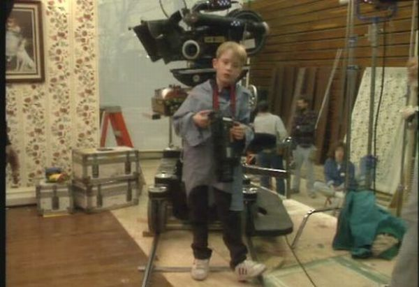 A Peek Inside the Home Alone House (25 pics)