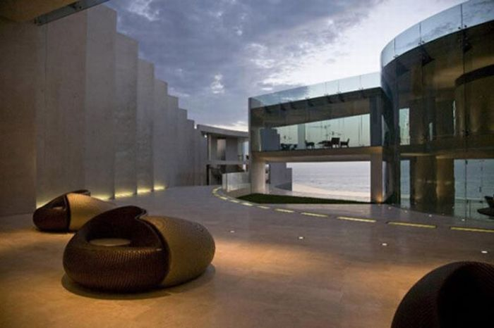 Amazing Iron Man House For Sale (18 pics)