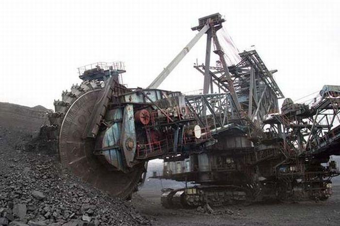 giant excavator - photo #1