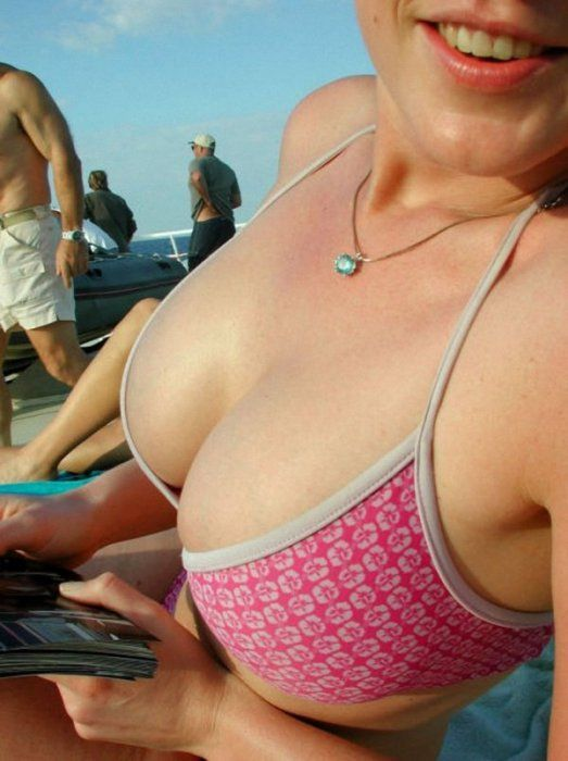 Awesome Cleavages (45 pics)