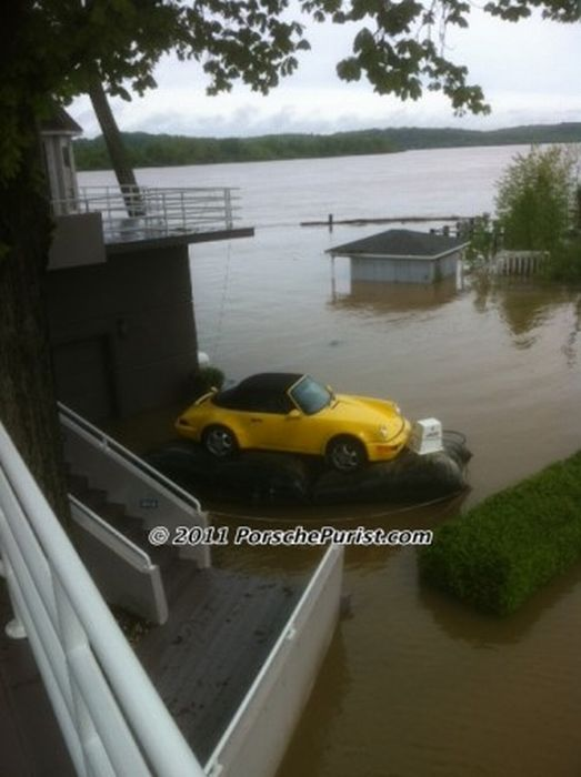 How to Save Your Precious Car From the Flood (9 pics)