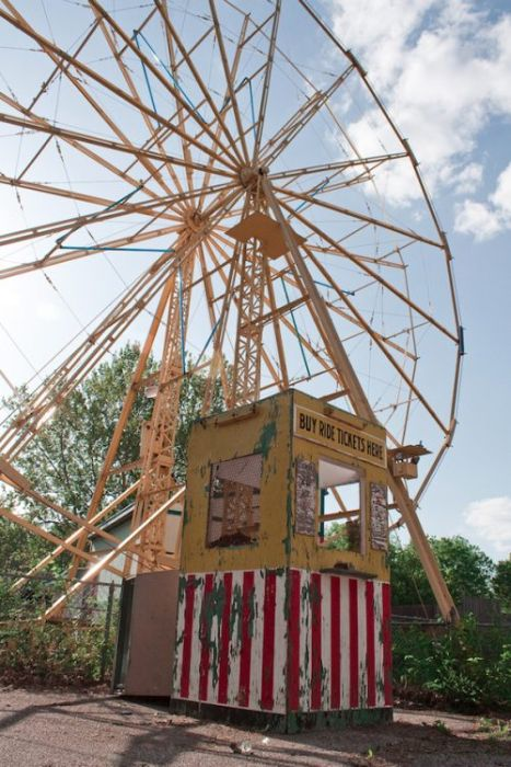 Abandoned Amusement Park in Kansas (34 pics)