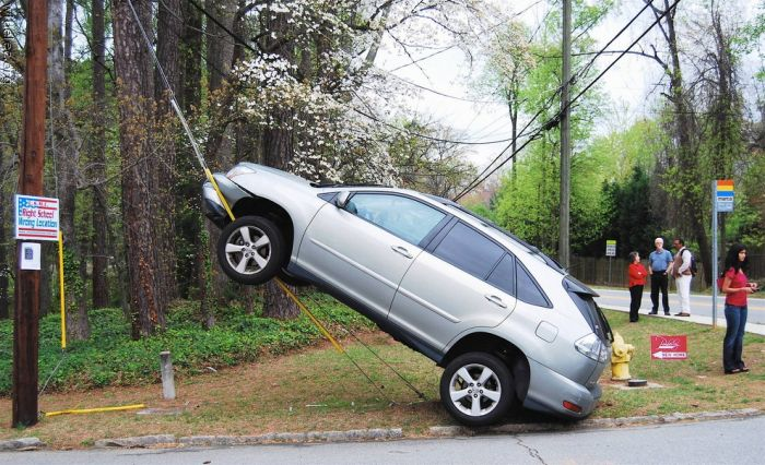 Strange Car Accidents (99 pics)