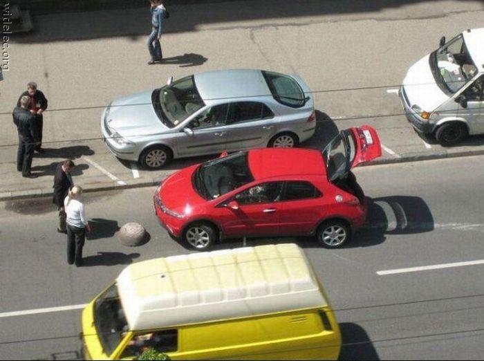 Strange Car Accidents (99 pics)