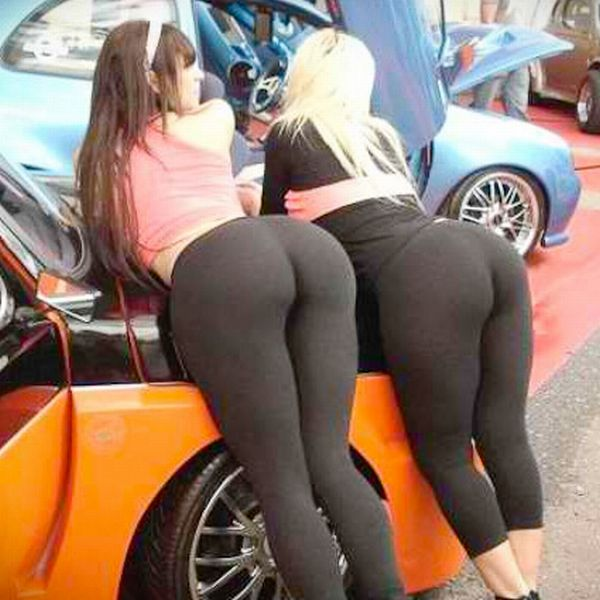 Girls in Yoga Pants (110 pics)