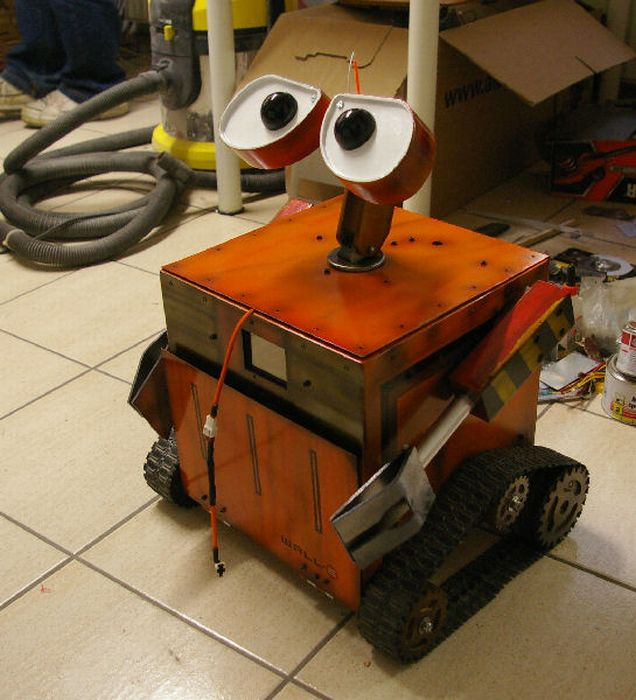WALL-E Case Mod That Moves Around (86 pics + video)
