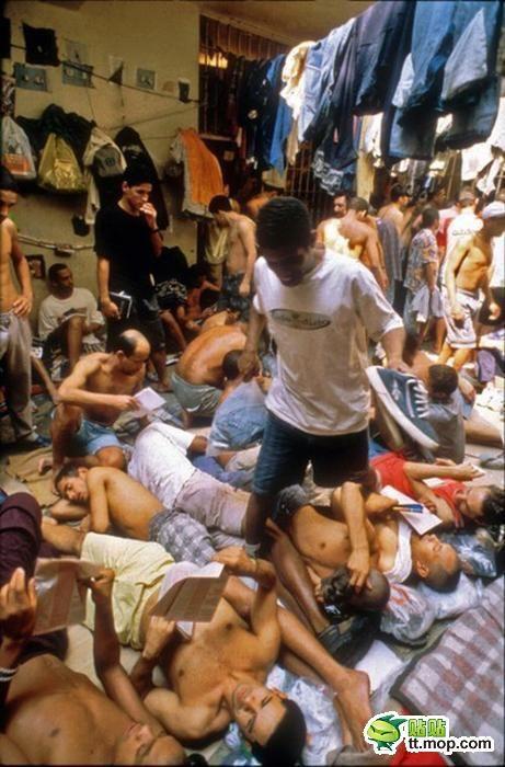 Prison in Brazil (25 pics)