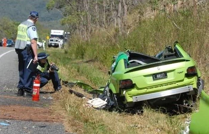 Crashed His New Holden HSV W427 15 Minutes After the Purchase (5 pics)