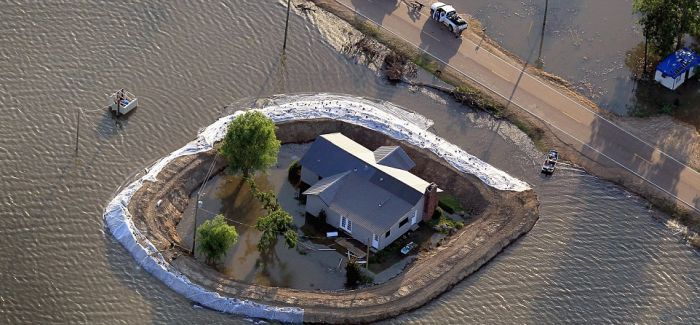 Mississippi Homeowners Build Their Own Dams (7 pics)