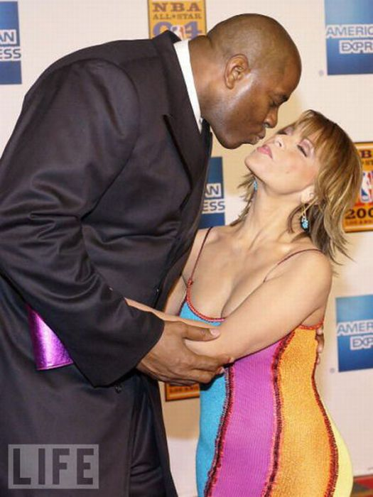 Awkward Kisses of Famous People (42 pics)