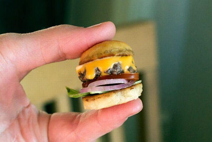 Bite-Sized Tiny Burgers (4 pics)