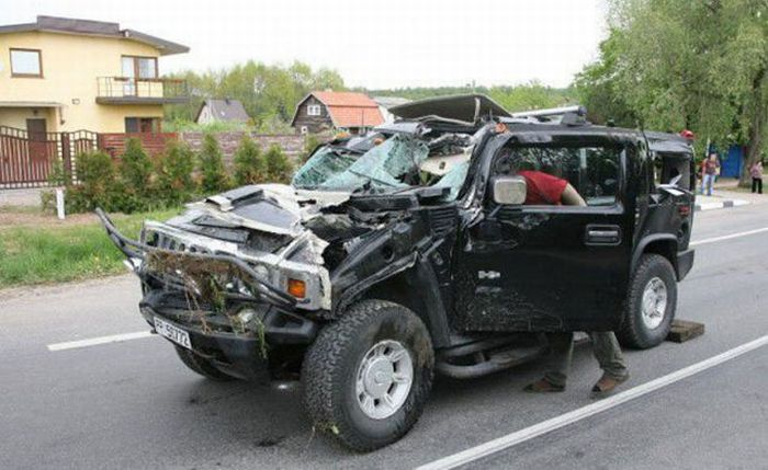 Drunk Woman Destroys Hummer H2 (4 pics)