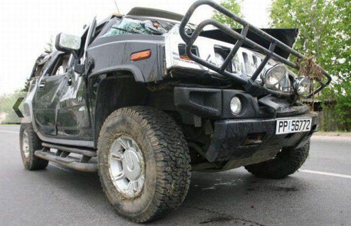 Drunk Woman Destroys Hummer H2 (4 pics)