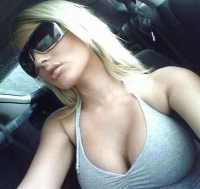 Cleavage Girls (43 pics)