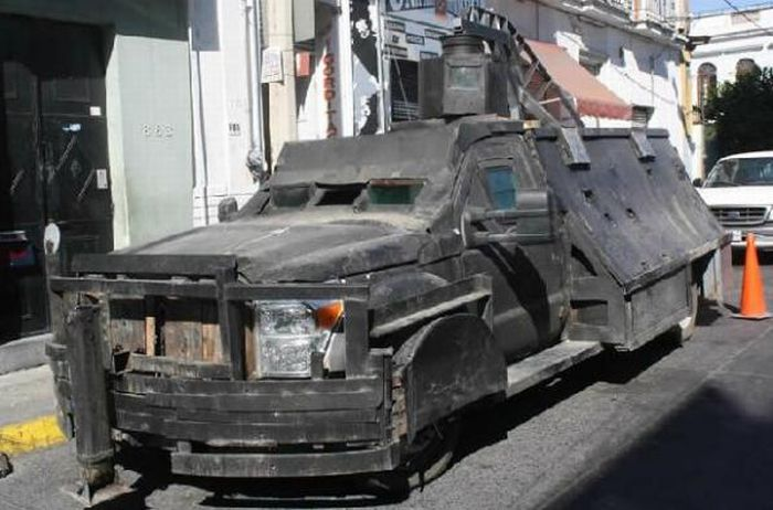 The Mexican Drug Cartel's Hand-Made Tanks (8 pics)