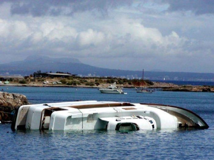 Crashed Yachts (34 pics)